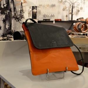 pochette-bicolore-cuir-orange-et-noir1